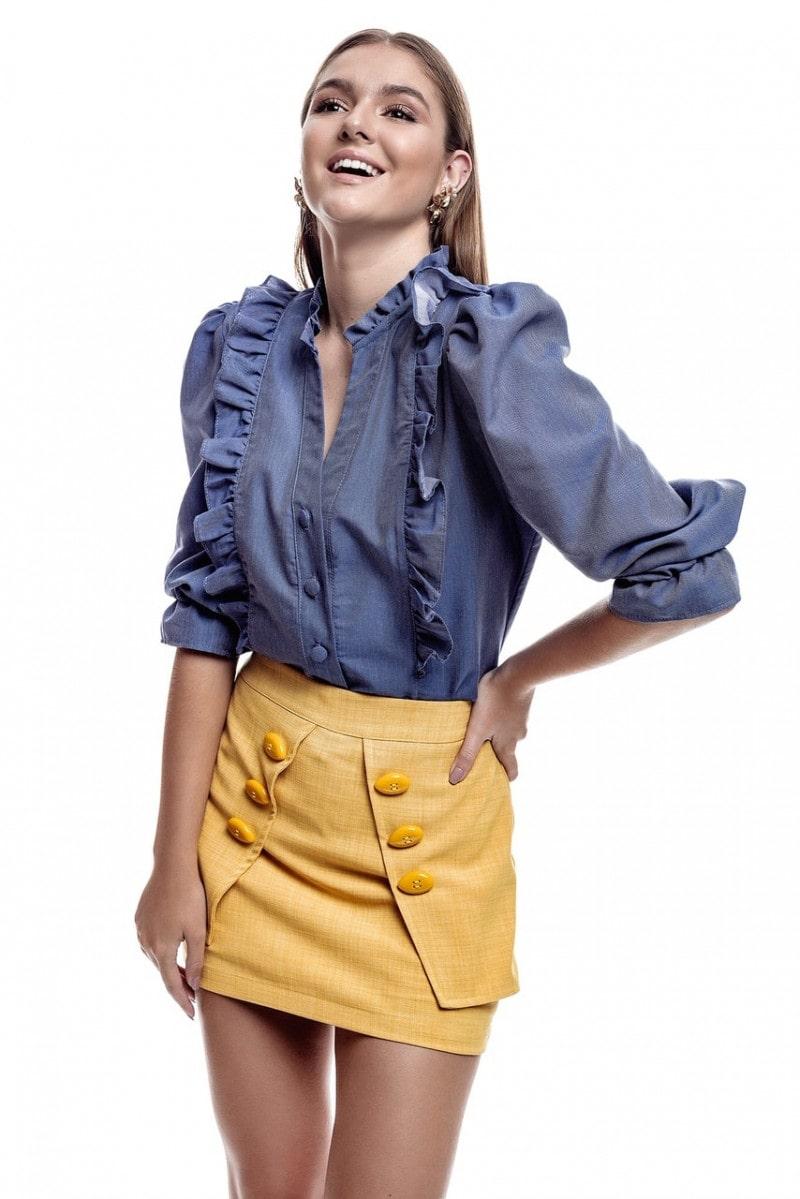 Camisa jeans manga bufante e detalhes